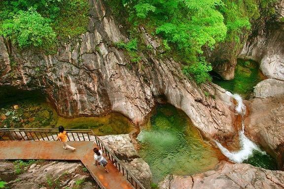 碧玉潭 河南老君山风景区,是以河南省老君山为核心区域的省级风景名胜