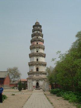 该塔原在宝云寺内,因此称宝云塔