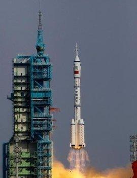 """""""神舟三号""""飞船发射成功后,中国载人航天工程有关负责人在现场发表"""