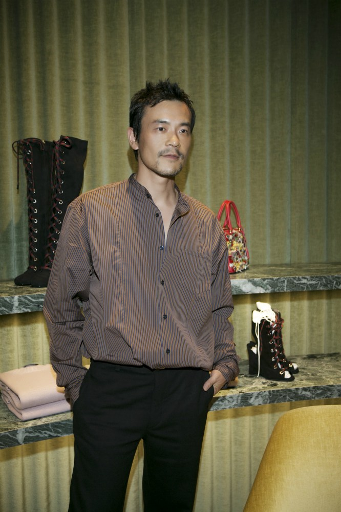 廖凡现身上海出席时尚活动还卖起了萌
