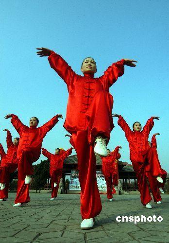 华佗五禽戏是以模仿动物动作和神态为主要内容的