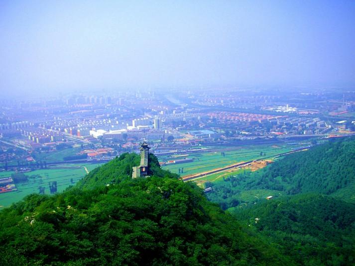 冶仙塔位于密云县城东北4公里的冶山上,原有一座普济寺,寺塔称冶仙