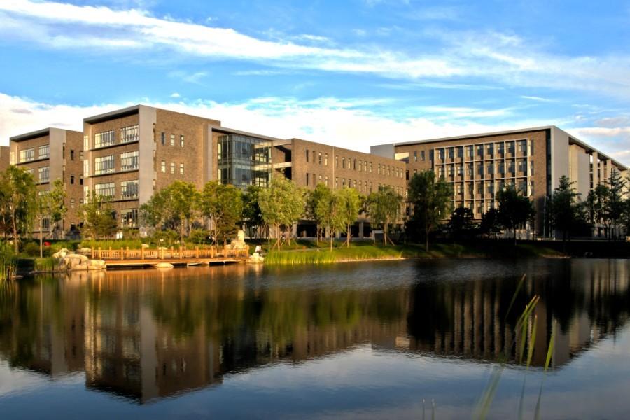 北航本部占地面积在北京市的大学中排名第三位,仅次于清华和北大.