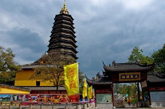 天宁寺宝塔第一层佛像的照片