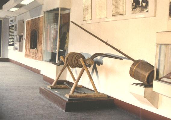 按用途分,凿治井工具包括用于正常钻进的钻头,用于特殊作业的钻头